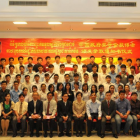 Cambodian scholarship awardees pose for photos with Chinese embassy officials and Cambodian education officials in Phnom Penh, Cambodia, Aug. 8, 2014 / Khmer Times
